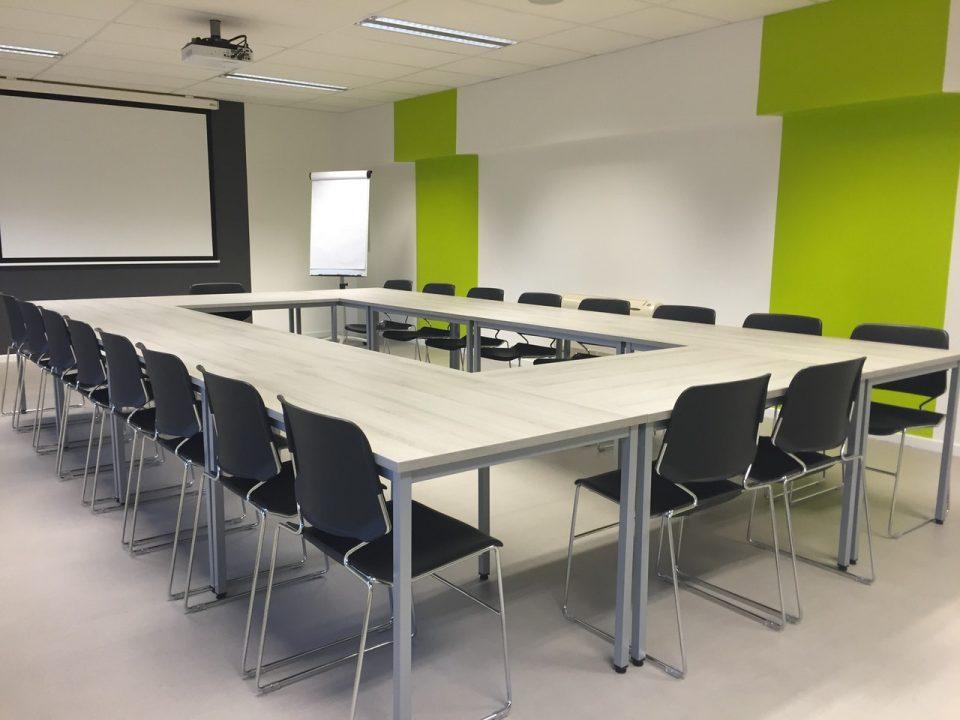 Jak dobrać krzesła do sal konferencyjnych?